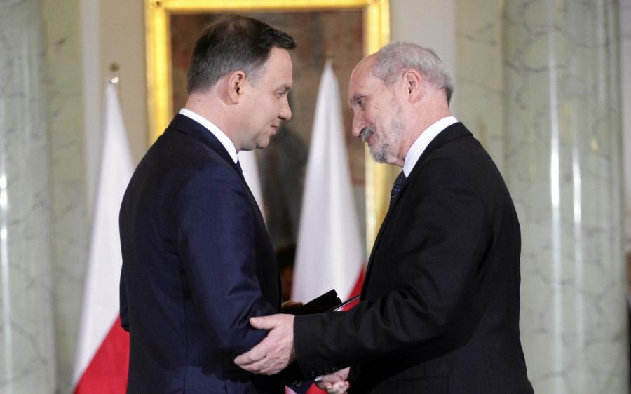 Andrzej Duda i Antoni Macierewicz, zdjęcie wykonane podczas zaprzysiężenia rządu PiS