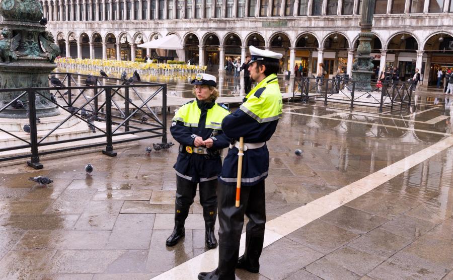 Policjanci na Placu świętego Marka w Wenecji