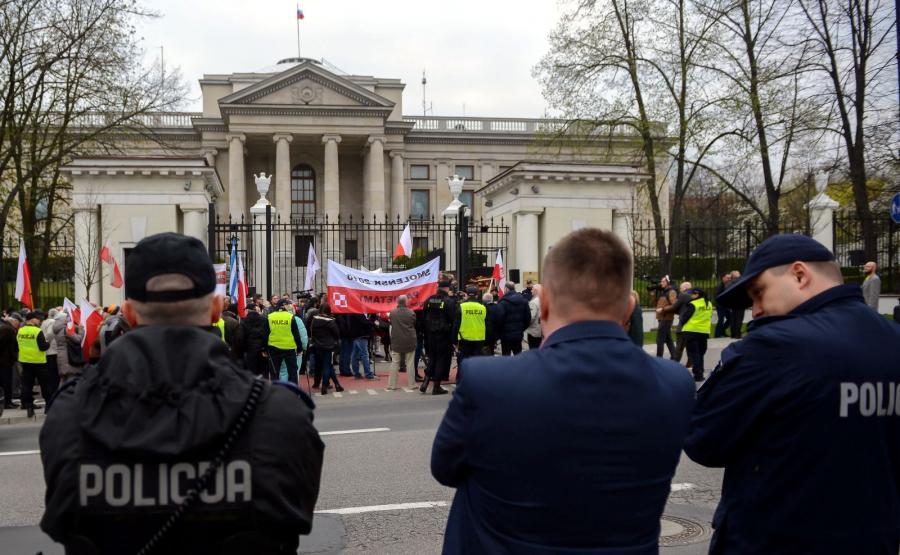 Demonstracja przed ambasadą rosyjską w Warszawie