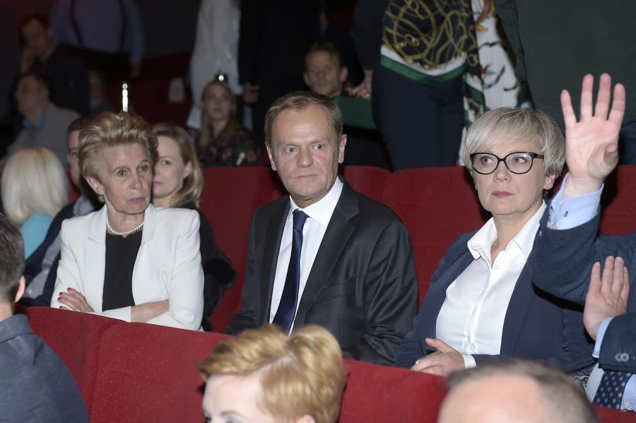 """Donald Tusk i Iwona Śledzińska-Katarasińska na premierze filmu """"Gwiazdy"""""""