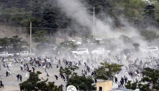 Kabul. Ludzie uciekający z miejsca eksplozji