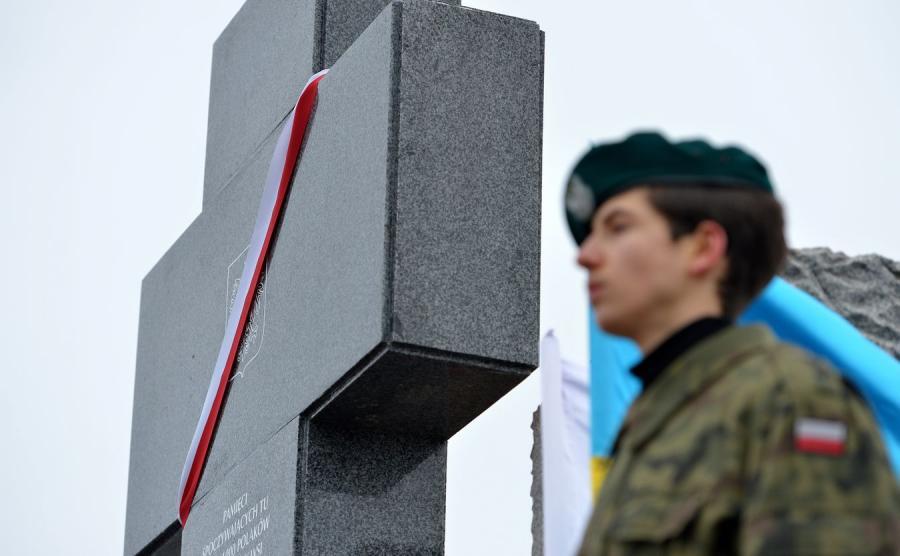 Pomnik ku czci pomordowanych w Hucie Pieniackiej