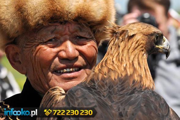 Stary człowiek z orłem