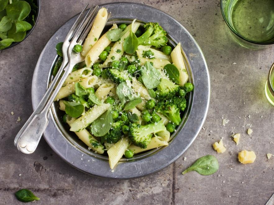 Makaron z domowym pesto i brokułami