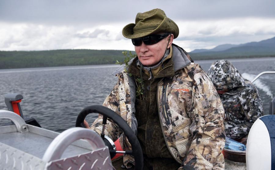 Władimir Putin na łódce