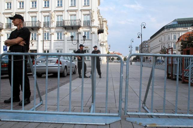Barierki na Krakowskim Przedmieściu w Warszawie