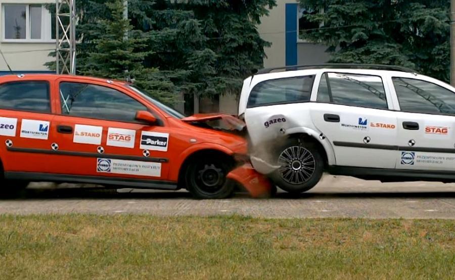 Specjaliści z Przemysłowego Instytutu Motoryzacji przeprowadzili test zderzeniowy dwóch aut napędzanych LPG