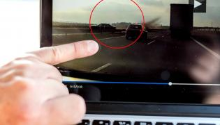 Moment wypadku opancerzonego BMW z prezydentem Dudą na pokładzie