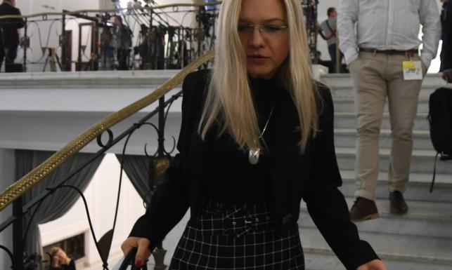 Nie dało się za nią nie obejrzeć! Małgorzata Wassermann wreszcie w MEGAkobiecej stylizacji. FOTO