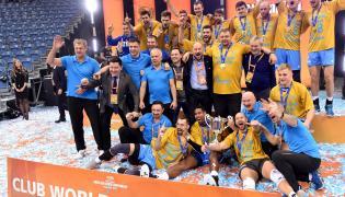 Siatkarze Zenitu Kazań podczas dekoracji. Zenit wygrał finałowy mecz klubowych mistrzostw świata z Cucine Lube Civitanova