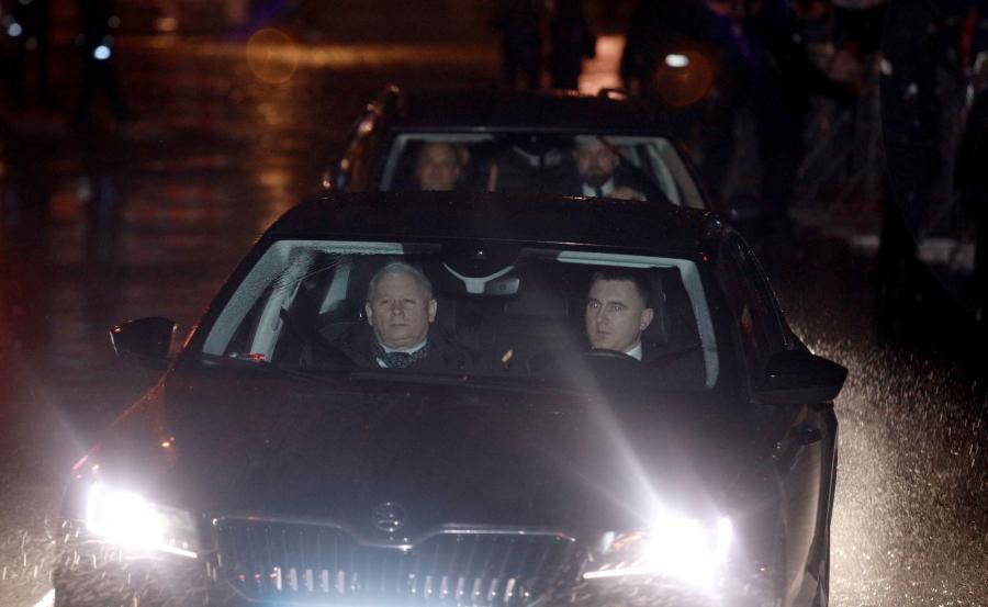 Prezes PiS nie korzysta z samochodów sejmowych, które przysługują klubom i jeździ autami kupowanymi przez partię