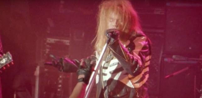 "Kadr z teledysku Guns N' Roses ""It's So Easy"""