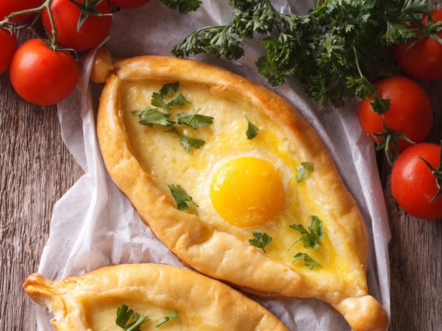 Pizza gruzińska chaczapuri