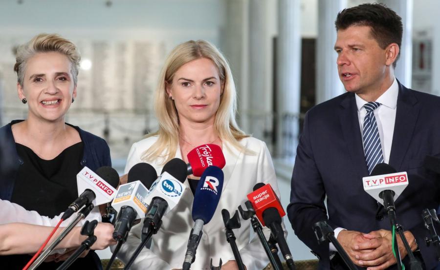 Ryszard Petru (P), Joanna Scheuring-Wielgus (L) oraz Joanna Schmidt (C) podczas konferencji prasowej w Sejmie