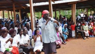 Ksiądz Paul Ogalo / Kenyan Digest