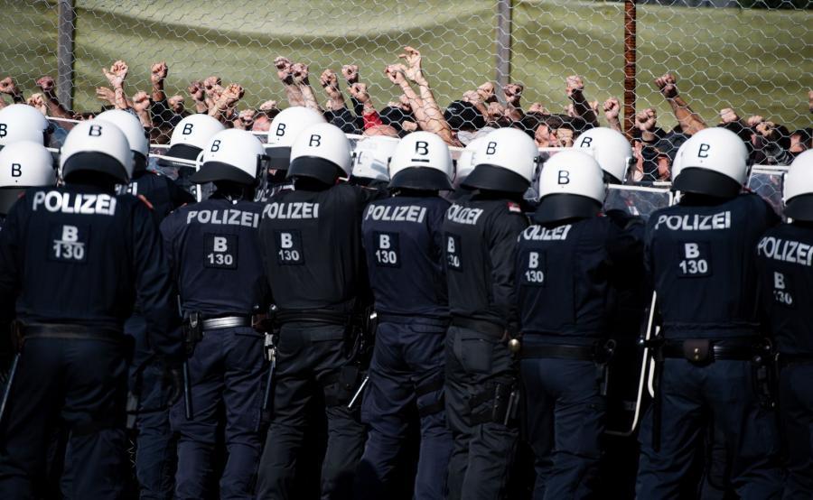 Austriacka policja ćwiczy przy granicy ze Słowenią