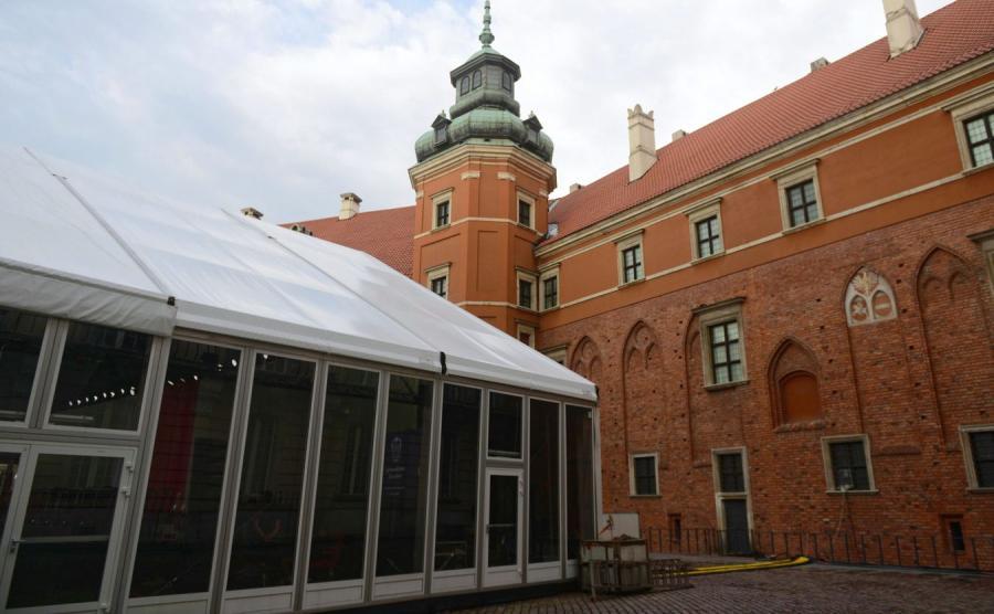 Namiot na dziedzińcu Zamku Królewskiego