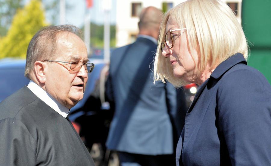 Rzecznik rządu Joanna Kopcińska i dyrektor Radia Maryja ojciec Tadeusz Rydzyk