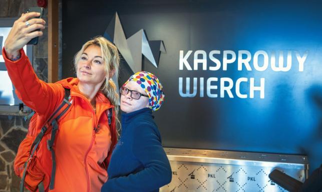 Martyna Wojciechowska zabrała swoją adoptowaną córkę w góry: Razem z Kabulą pozdrawiamy z Kasprowego Wierchu