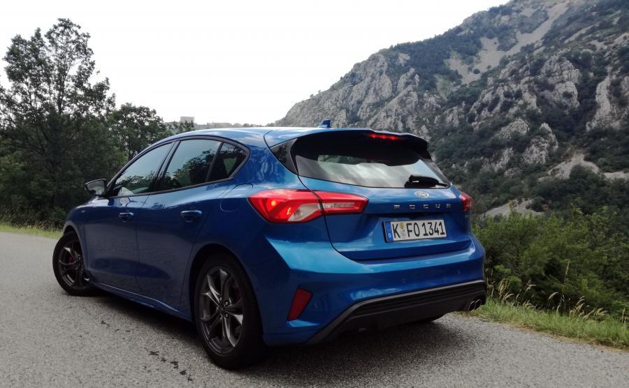 Nowy Ford Focus prowadzi się bardzo dobrze i jednocześnie zapewnia naprawdę wysoki komfort