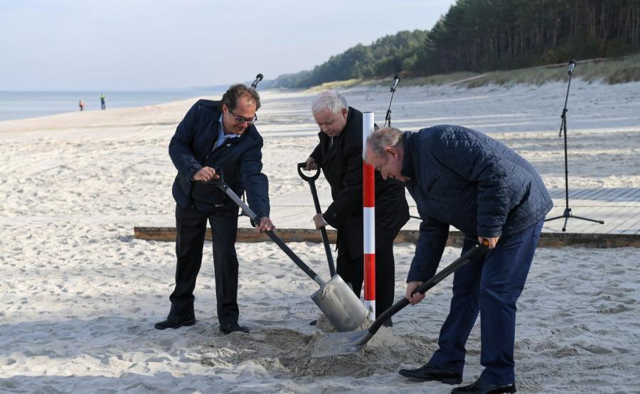 Minister Marek Gróbarczyk, prezes PiS Jarosław Kaczyński i kandydat na prezydenta Elbląga Jerzy Wilk