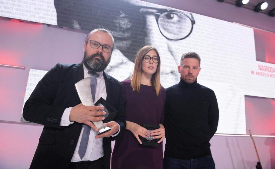 Laureaci nagrody, autorzy reportażu Superwizjera TVN Polscy neonaziści