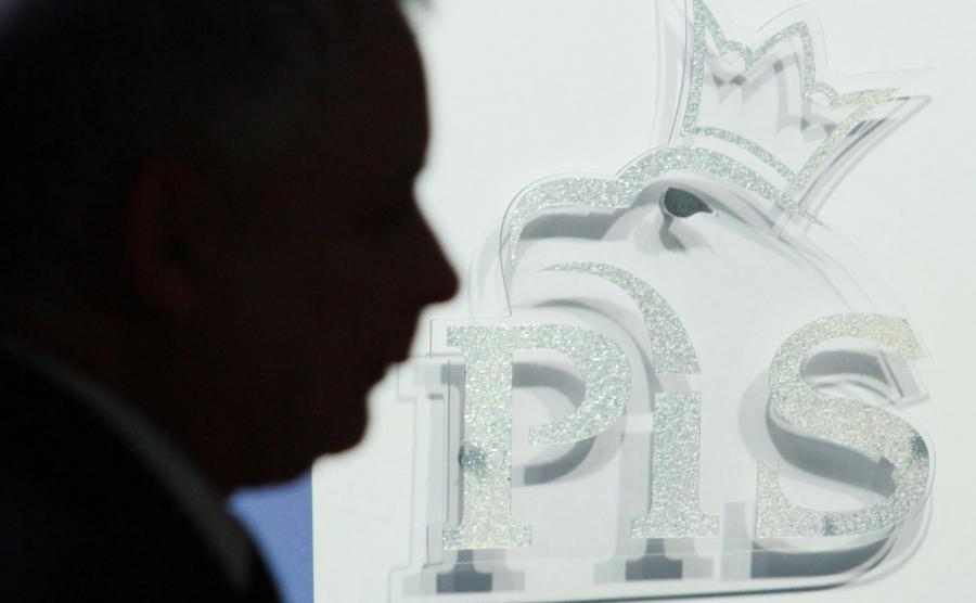 Prezes PiS i logo partii