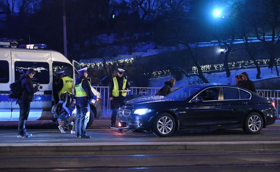 BMW wjechało w ludzi na przystanku w Warszawie