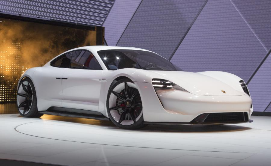Mission E: pierwszy całkowicie elektryczny sportowy samochód Porsche będzie nazwany Taycan