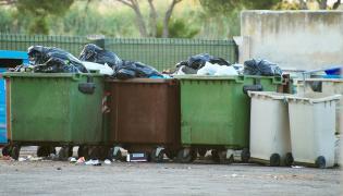 Śmieci kontenery pojemniki