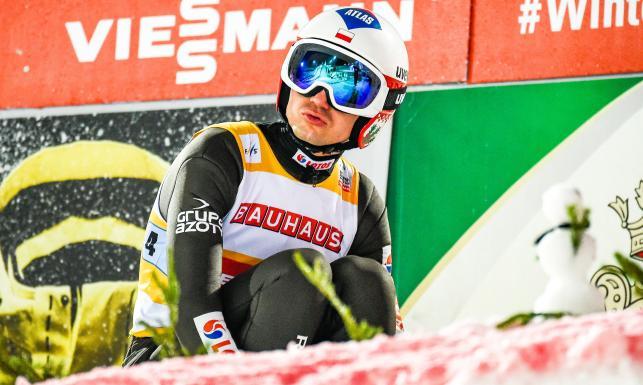PŚ w skokach: Stoch odpalił petardę. Polak liderem po pierwszej serii w Lahti