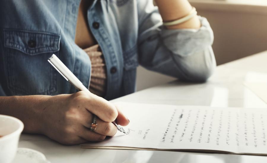 Kobieta list pisanie