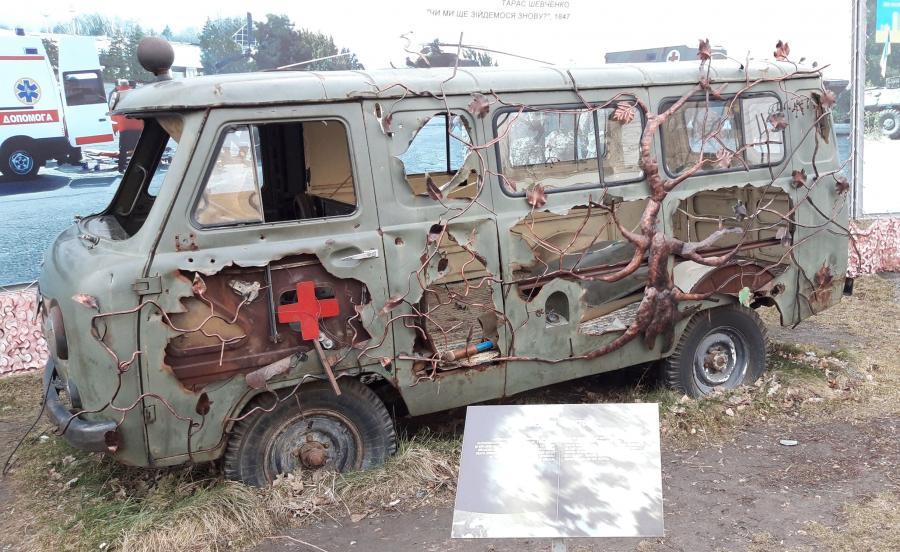 Ambulans ostrzelany podczas walk w Donbasie