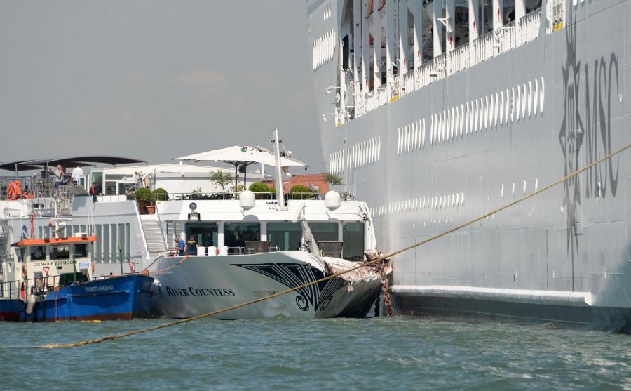 Kolizja wycieczkowca ze statkiem w Wenecji