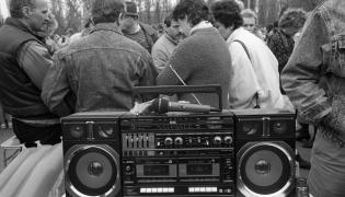 1989 rok - bazar na stadionie Skry w Warszawie