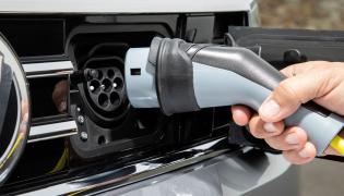 Ładowanie auta prądem elektrycznym