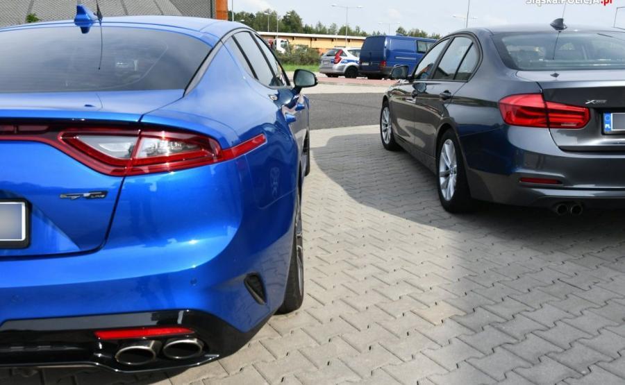 Nieoznakowana Kia Stinger i BMW serii 3