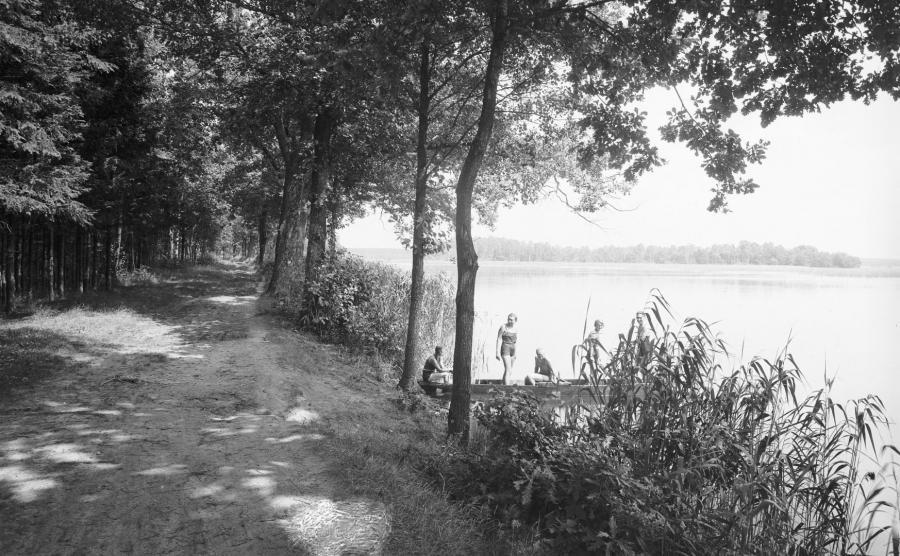 Wakacje w 1939 roku nad jeziorem