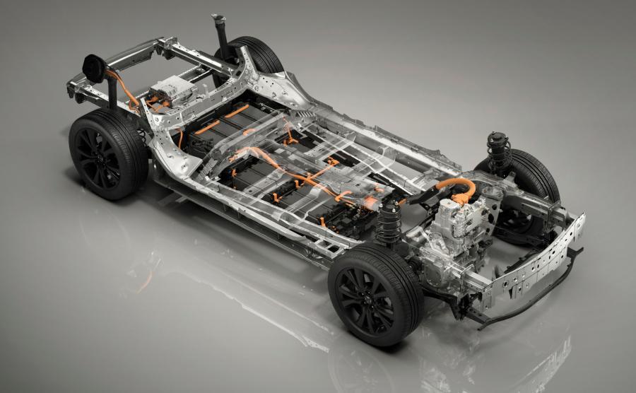 Nowa platforma do samochodów elektrycznych Mazdy i baterie w podłodze. Korzyściami z zamknięcia akumulatorów pod nogami są obniżony środek ciężkości oraz lepsze rozłożenie masy – oba te czynniki mają kapitalne znaczenie dla właściwości jezdnych