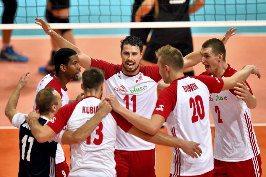 Radość polskich siatkarzy podczas meczu ćwierćfinałowego na mistrzostwach Europy z Niemcami, w hali \