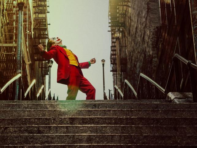 """""""Joker"""" w kinach od 4 października. © 2019 Warner Bros. Entertainment Inc"""