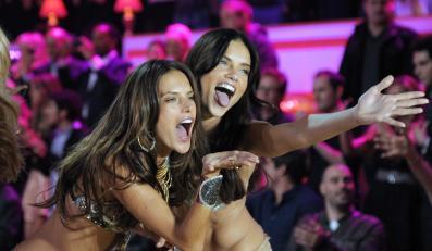 Brazylijskie modelki Alessandra Ambrosio i Adriana Lima