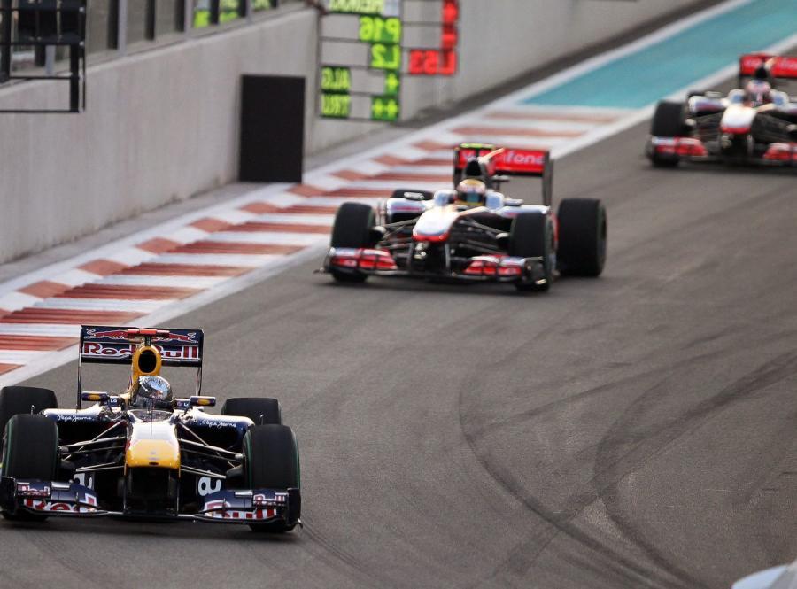 Vettel rozbił bolid na pierwszym treningu