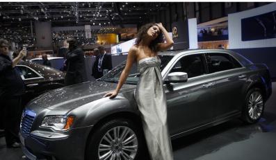 Chrysler znika. Fiat bierze salony