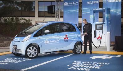 Grube miliony doładują elektryczne samochody
