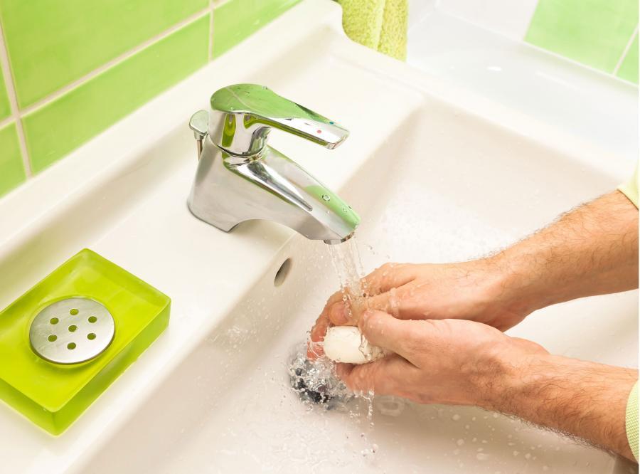 dłonie ręce mycie łazienka