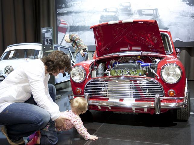 W Essen zakończyła się wystawa Techno Classica. Impreza jest uznawana za największe niemieckie targi pojazdów historycznych i zabytkowych. W naszej galerii mamy kilka perełek dawnej motoryzacji - auta warte są bardzo poważne pieniądze...