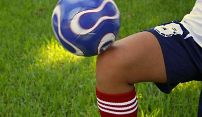 piłka nożna kolano sport