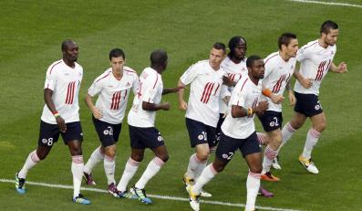 Piłkarze Lille ciesza się po golu Ludo Obraniaka