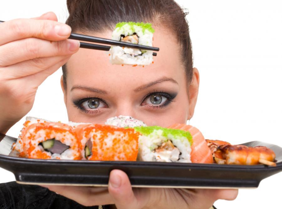Chcesz przestać podjadać? Dokładnie analizuj potrawy i sam proces jedzenia